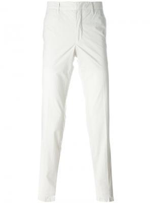 Классические брюки-чинос The Gigi. Цвет: телесный