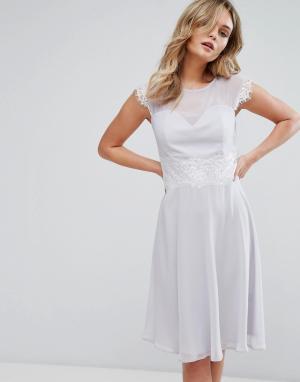 Elise Ryan Приталенное платье миди с кружевной отделкой. Цвет: серый
