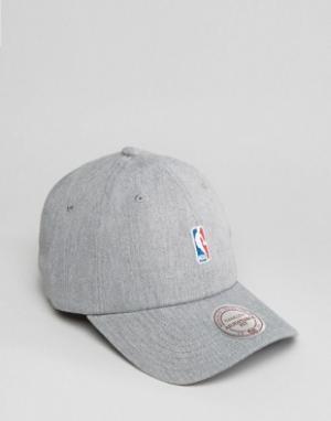 Mitchell & Ness Регулируемая кепка с логотипом NBA. Цвет: серый