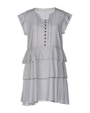 Короткое платье SUOLI. Цвет: белый