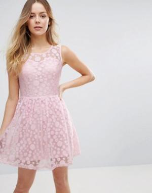 Jasmine Короткое приталенное платье в горошек. Цвет: розовый