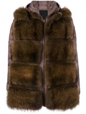 Дутая куртка с мехом куницы Liska. Цвет: коричневый