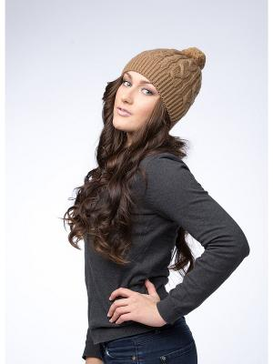 Шапка с косами и вязаным помпоном Varmara. Цвет: темно-бежевый