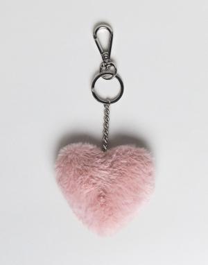 Monki Пушистый брелок для ключей в форме сердца. Цвет: розовый