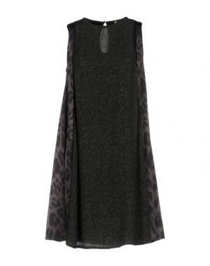 Короткое платье SUOLI. Цвет: темно-зеленый