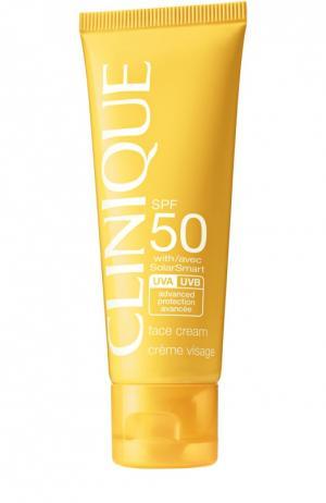 Солнцезащитный крем для лица c SPF 50 Clinique. Цвет: бесцветный
