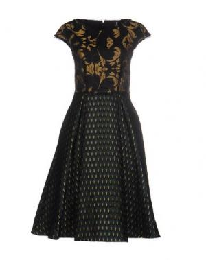 Платье до колена 1-ONE. Цвет: темно-зеленый