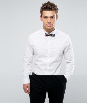 ASOS Белая рубашка скинни с темно-синим галстуком-бабочкой. Цвет: белый