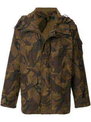 Куртка с камуфляжным принтом Ten-C. Цвет: коричневый
