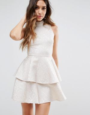PrettyLittleThing Короткое приталенное платье с оборкой. Цвет: белый