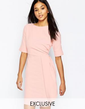 Vesper Платье-футляр миди со складками у талии. Цвет: розовый