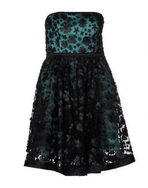 Короткое платье LEXUS. Цвет: зеленый