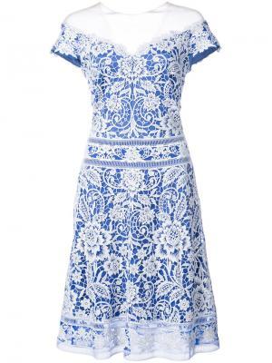 Вязаное крючком платье с открытыми плечами Tadashi Shoji. Цвет: белый
