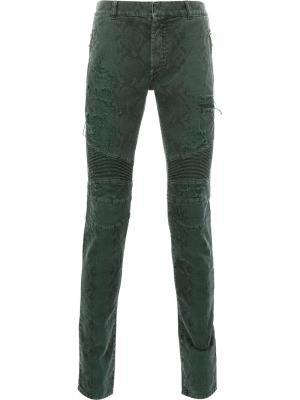 Байкерские брюки с принтом змеиной кожи Balmain. Цвет: зелёный