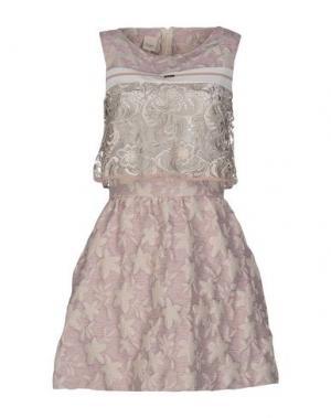 Короткое платье EUREKA. Цвет: сиреневый