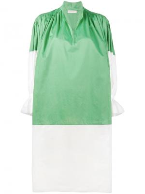 Платье с оборками на рукавах  свободного кроя Vika Gazinskaya. Цвет: зелёный