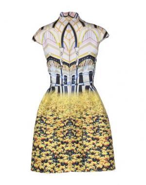 Короткое платье MARY KATRANTZOU. Цвет: желтый