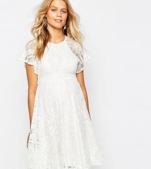ASOS Maternity Кружевное приталенное платье для беременных с рукавами-бабочка Ma. Цвет: кремовый