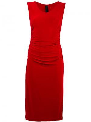 Присборенное платье Norma Kamali. Цвет: красный