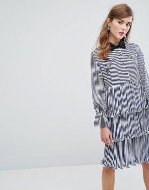 Sister jane Ярусное платье-рубашка миди в полоску с оборками и нашивками Ja. Цвет: синий