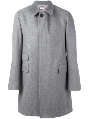 Свободное однобортное пальто Thom Browne. Цвет: серый