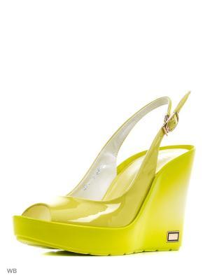 Босоножки Calipso. Цвет: желтый