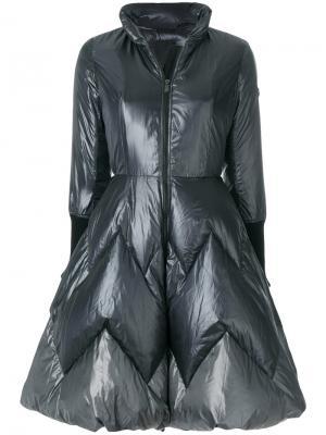 Дутое расклешенное пальто Tatras. Цвет: чёрный