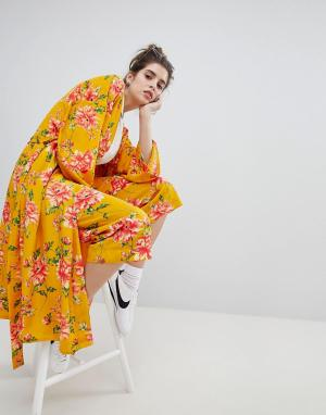 Neon Rose Брюки с широкими штанинами и цветочным принтом в винтажном стиле. Цвет: желтый