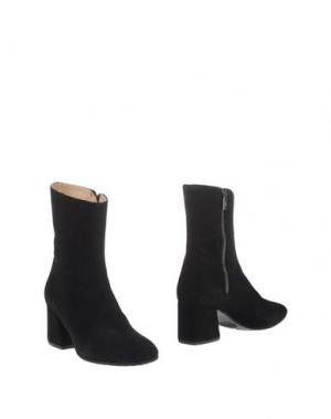 Полусапоги и высокие ботинки L'ARIANNA. Цвет: черный