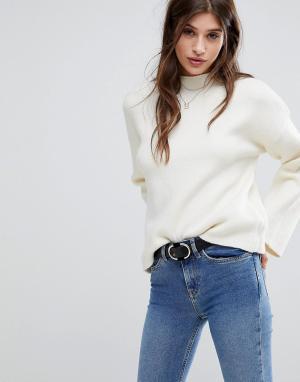 Vero Moda Джемпер с расклешенными рукавами. Цвет: кремовый