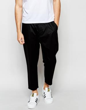 Izzue Укороченные брюки. Цвет: черный