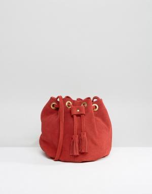 Park Lane Красная замшевая сумка с кисточками. Цвет: красный