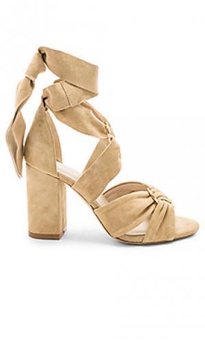 Сандалии на каблуке sebastian RAYE. Цвет: беж