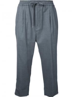 Укороченные брюки с молниями внизу monkey time. Цвет: серый