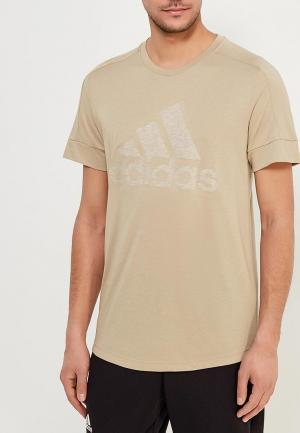 Футболка adidas. Цвет: бежевый