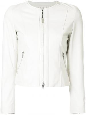 Приталенная куртка без воротника Loveless. Цвет: белый