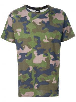 Камуфляжная футболка Les (Art)Ists. Цвет: многоцветный