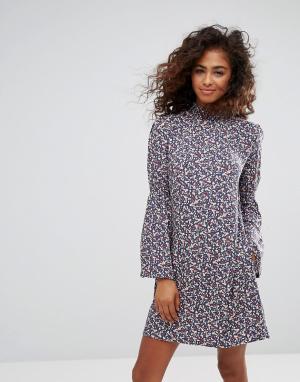 Esprit Платье с цветочным принтом и расклешенными рукавами. Цвет: мульти