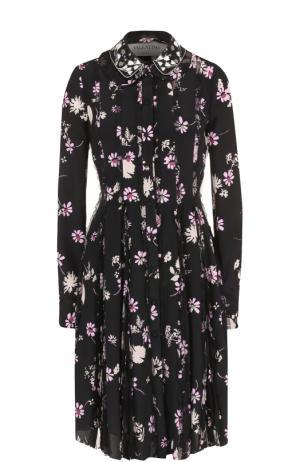 Шелковое платье с принтом и декоративной отделкой Valentino. Цвет: черный