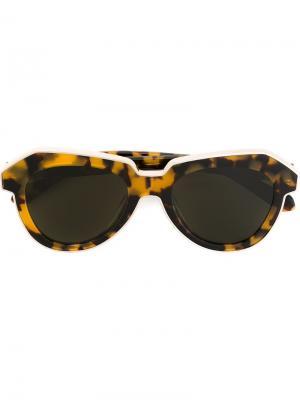 Солнцезащитные очки с массивной оправой Karen Walker Eyewear. Цвет: коричневый
