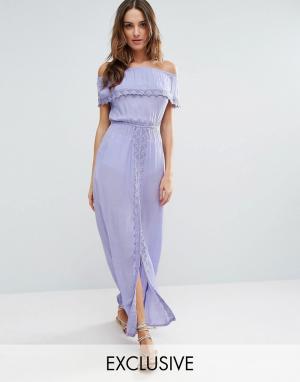 Akasa Пляжное платье с открытыми плечами и оборкой. Цвет: фиолетовый