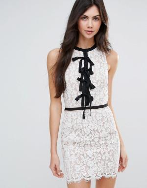 Endless Rose Кружевное цельнокройное платье с завязкой. Цвет: белый