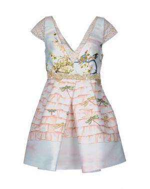 Короткое платье PICCIONE•PICCIONE. Цвет: бежевый