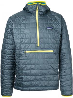 Стеганое пальто с капюшоном Patagonia. Цвет: зелёный