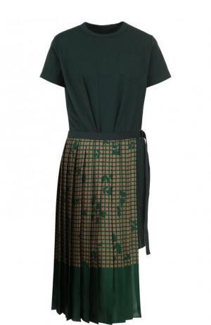 Хлопковое платье асимметричного кроя с принтом Sacai. Цвет: зеленый