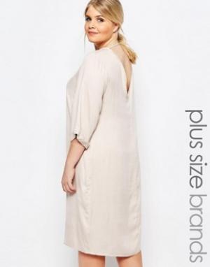Carmakoma Цельнокройное платье с глубоким вырезом сзади. Цвет: кремовый