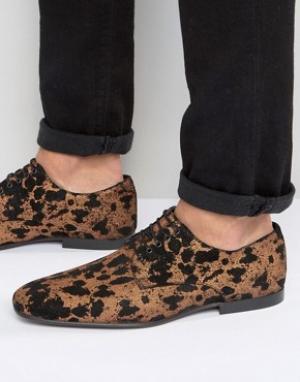 ASOS Замшевые туфли на шнуровке с леопардовым принтом. Цвет: золотой