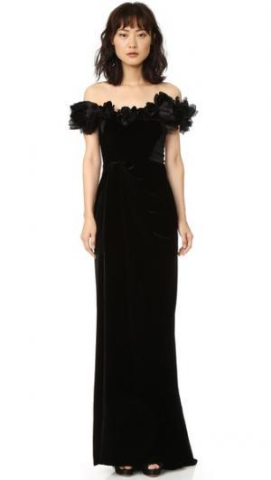 Бархатное вечернее платье с открытыми плечами Marchesa. Цвет: голубой