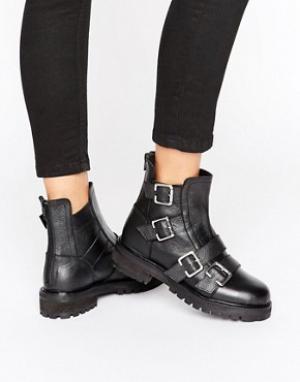 Park Lane Ботинки на массивной плоской подошве с пряжками. Цвет: черный