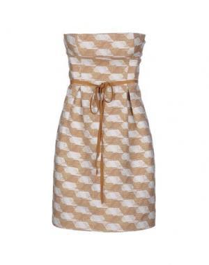 Короткое платье GOLD CASE. Цвет: песочный